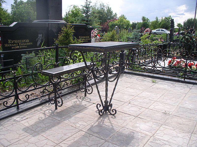 образцы скамеек и столов на кладбище - фото 7